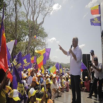 Blandón recorre Penonomé, presentándose al electorado casa por casa